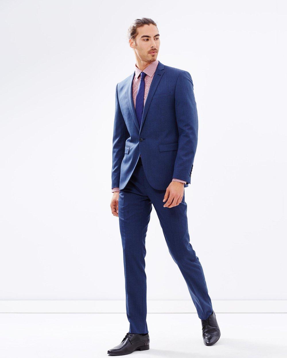 Do Clothes Maketh the Man?